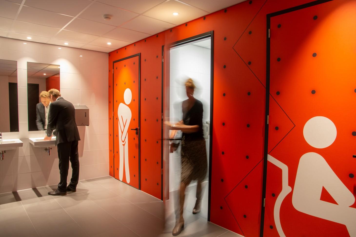 Tausch Medica Oss VIZIO wallcovering glasfolie print full color signing wandprint airtex